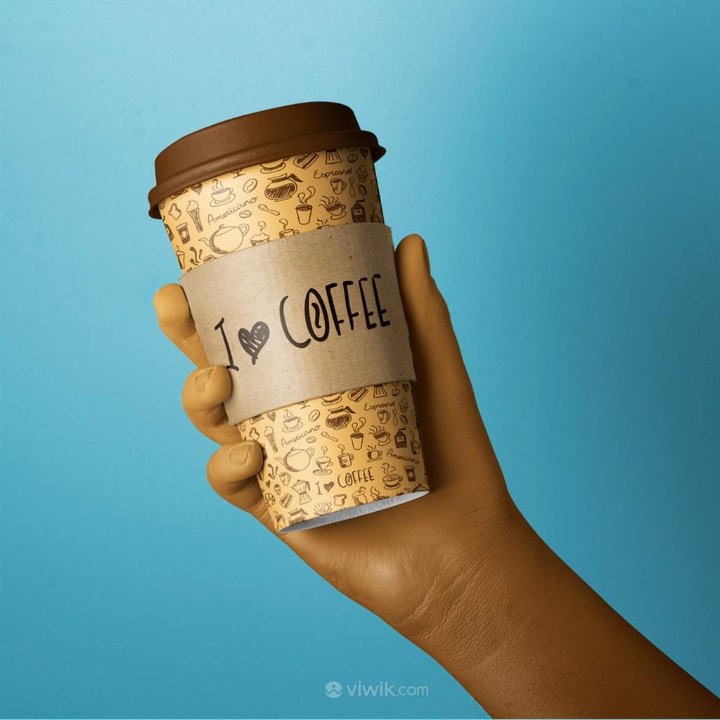手拿水杯咖啡杯样机