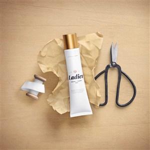 時尚化妝品包裝設計樣機模板貼圖