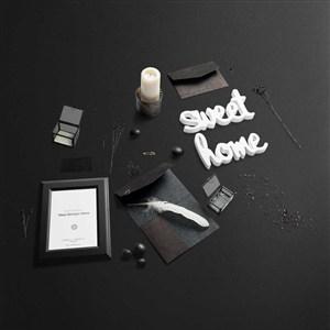 黑色时尚桌面静物相框样机模板