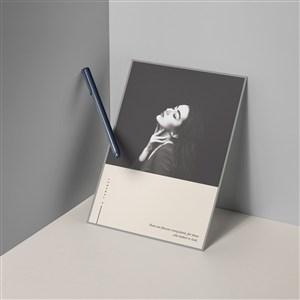 女性時尚品牌畫冊書籍封面樣機