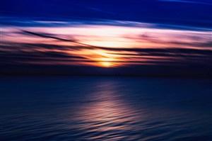 高清大海上的夕陽晚霞圖片