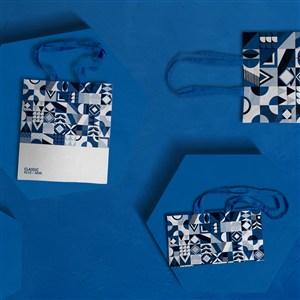 蓝色手提袋礼品袋贴图样机
