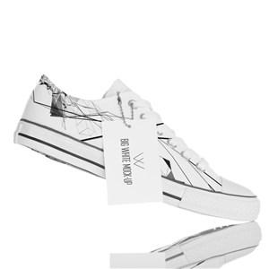 带标签的白色帆布鞋贴图样机