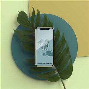 在樹葉上的手機貼圖樣機