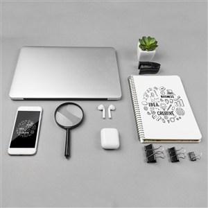辦公桌面上的電子設備貼圖樣機