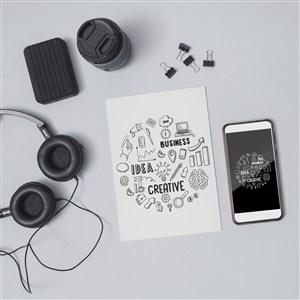 電子設備手機與宣傳單貼圖樣機