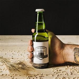 手拿玻璃啤酒瓶樣機模板