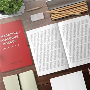 桌面上的產品畫冊目錄vi貼圖樣機