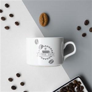 咖啡豆中間的咖啡杯貼圖樣機