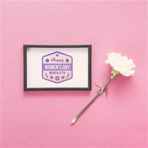 鲜花旁边的相框画框贴图样机