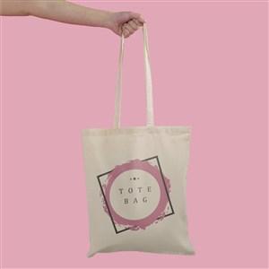 粉色背景手拿手提袋環保袋貼圖樣機