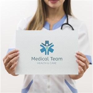 醫護人員手拿牌子貼圖樣機