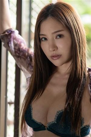 性感内衣日本俏秘书美女图片