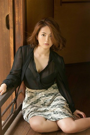 办公室秘书日本美女制服诱惑图片