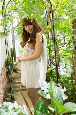 白色透視紗裙性感養眼日本美女圖片