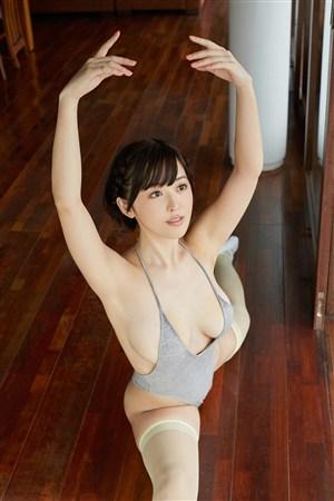 劈叉微胖美女日本少妇艺术照图片