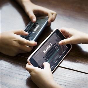 手拿手機玩游戲貼圖樣機