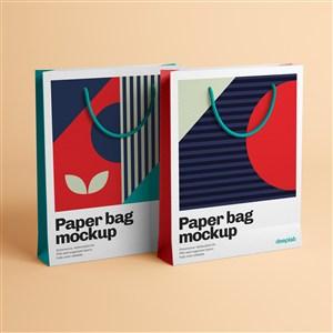 两个时尚纸袋贴图样机