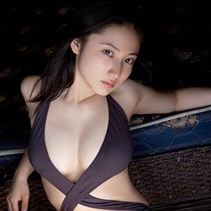 胸前×制服美女图片日本嫩模写真