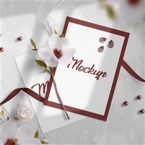鲜花与红色婚礼邀请函贴图样机