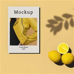 黄色背景有柠檬和阴影的卡片贴图样机