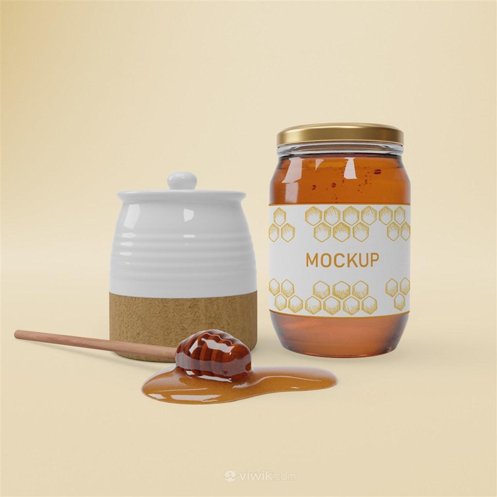 陶瓷罐旁边的玻璃密封瓶蜂蜜包装贴图样机