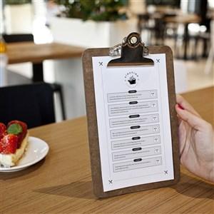 手拿A4夹板菜单点餐牌贴图样机