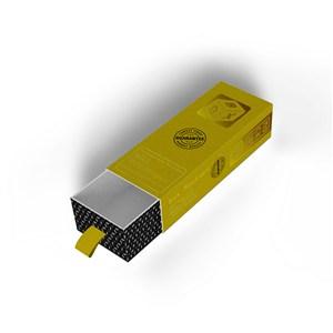 拉开一半的黄色纸盒包装盒贴图样机