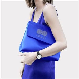 蓝色手提包贴图样机