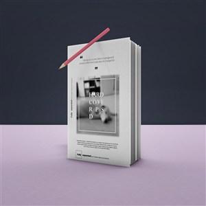悬浮的铅笔和竖立的书籍封面贴图样机