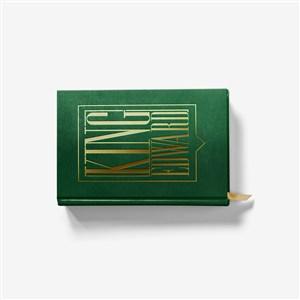 横放的精装书本封面贴图样机