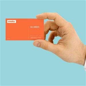 手拿橘色名片贴图样机