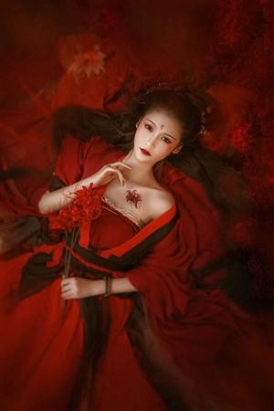 红色纹身古装汉服美女图片