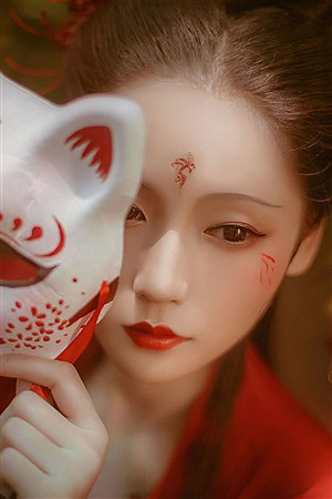 摘下狐狸面具古装汉服美女图片