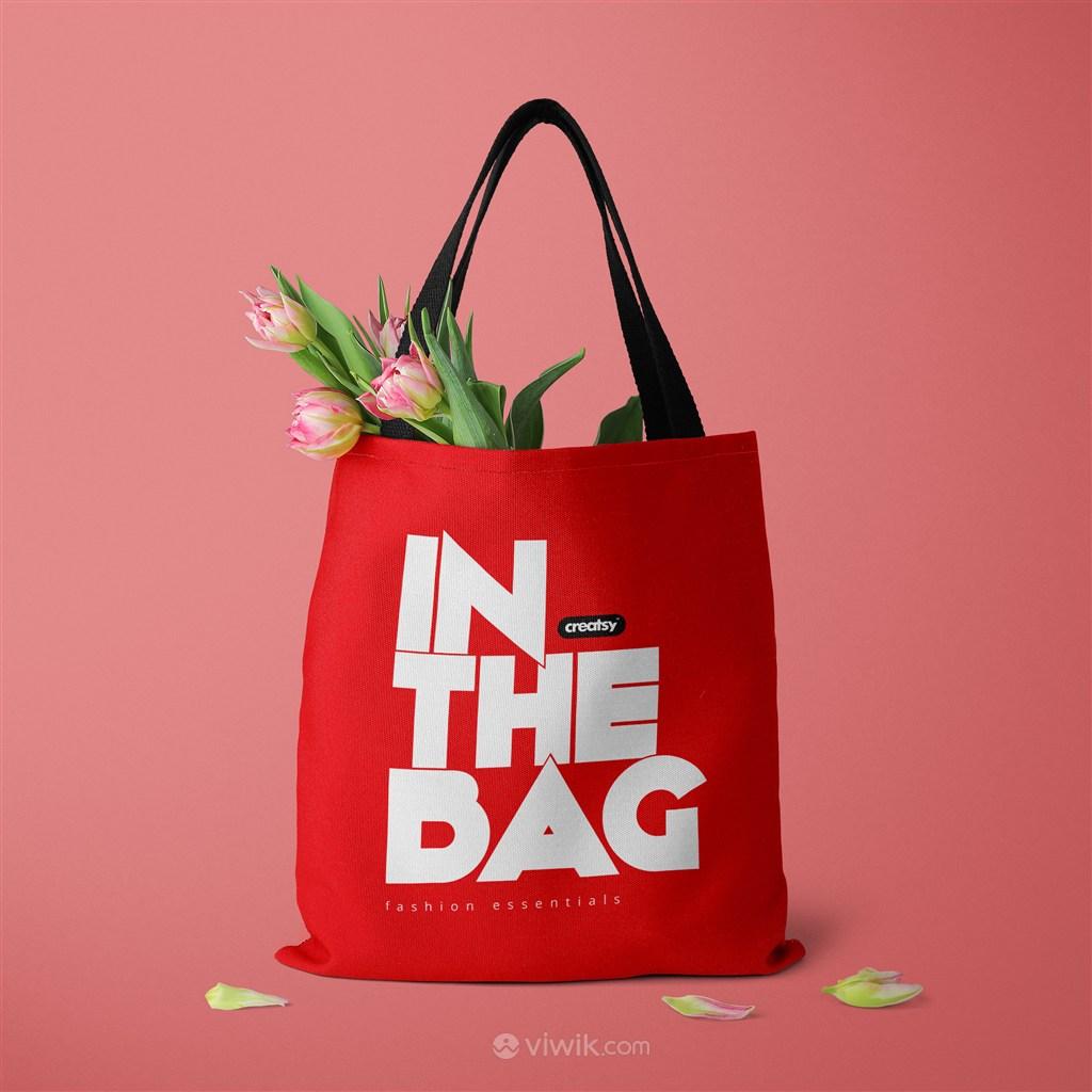 装了鲜花的红色环保购物袋贴图样机
