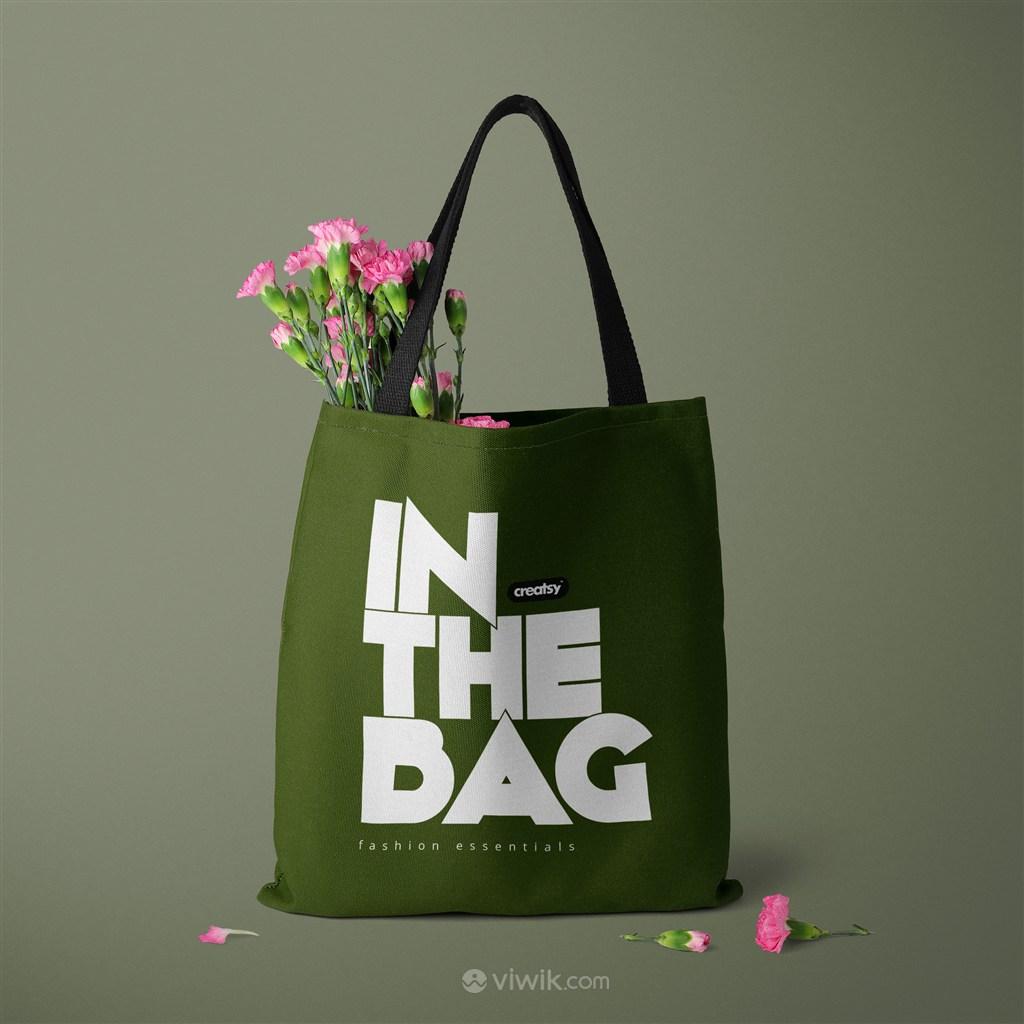 装了鲜花的绿色环保购物袋贴图样机