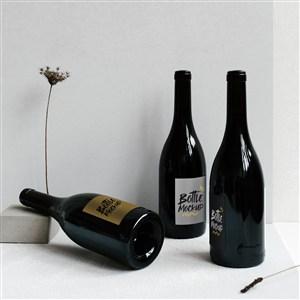 三瓶红酒包装贴图样机